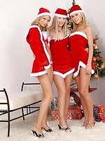Hot blondes nude and strapon fuck in Christmas threesome